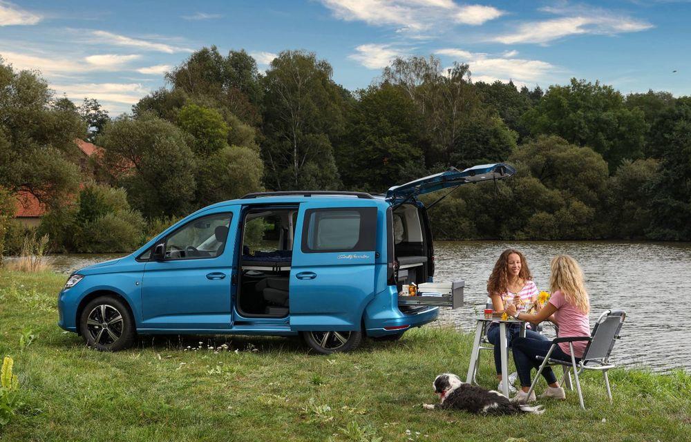 Volkswagen a prezentat noul Caddy California: camper van-ul are un pat cu arcuri cu o lungime de aproape 2 metri și o bucătărie de mici dimensiuni - Poza 6
