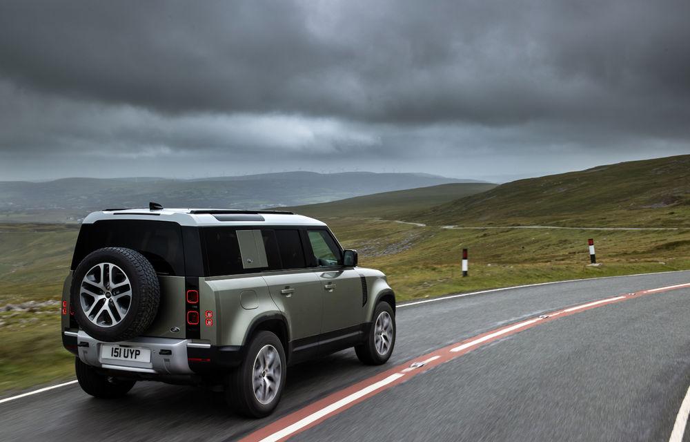 Land Rover Defender primește versiune plug-in hybrid: peste 400 de cai putere și autonomie de 43 de kilometri - Poza 21