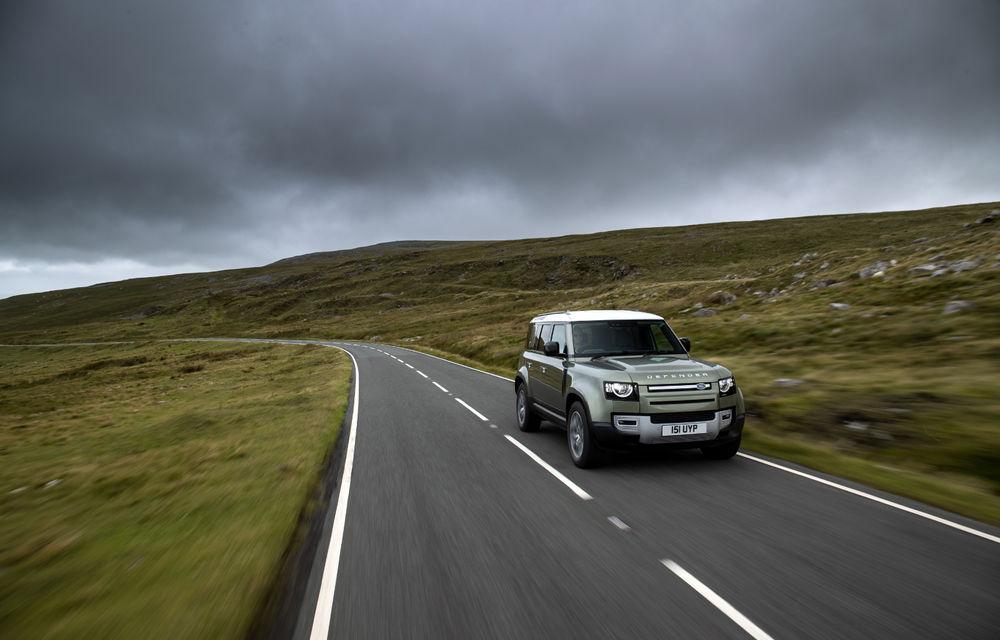 Land Rover Defender primește versiune plug-in hybrid: peste 400 de cai putere și autonomie de 43 de kilometri - Poza 20