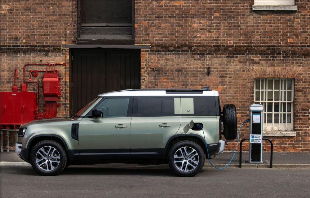 Land Rover Defender primește versiune plug-in hybrid: peste 400 de cai putere și autonomie de 43 de kilometri - Poza 2