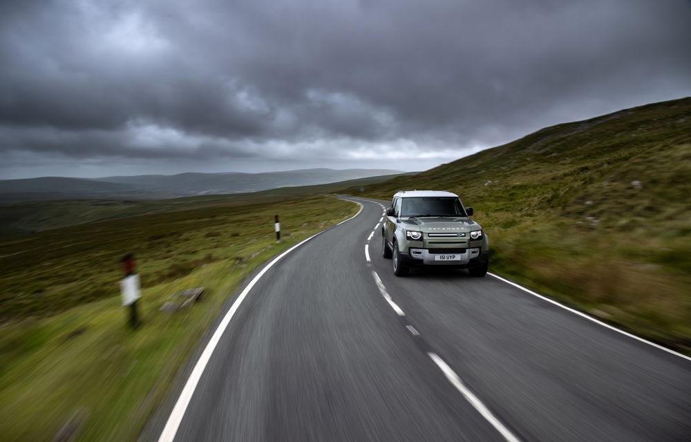 Land Rover Defender primește versiune plug-in hybrid: peste 400 de cai putere și autonomie de 43 de kilometri - Poza 23
