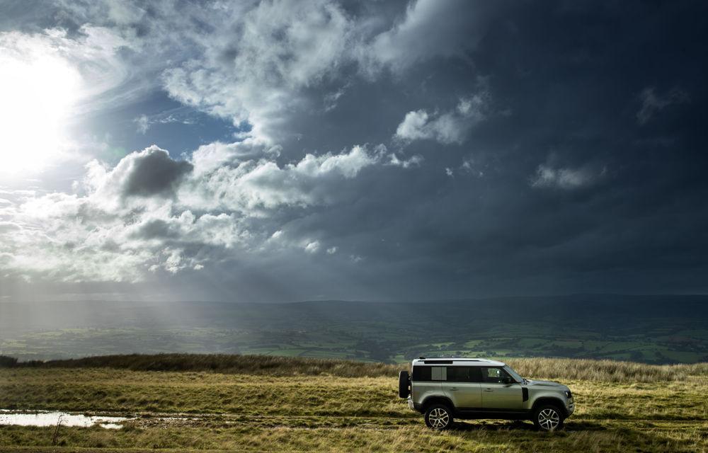 Land Rover Defender primește versiune plug-in hybrid: peste 400 de cai putere și autonomie de 43 de kilometri - Poza 9