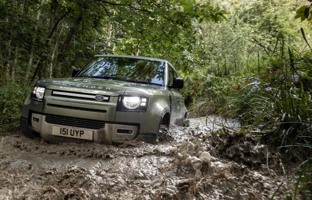 Land Rover Defender primește versiune plug-in hybrid: peste 400 de cai putere și autonomie de 43 de kilometri - Poza 16