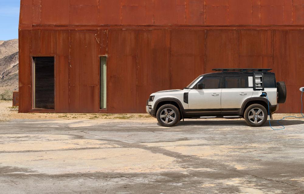 Land Rover Defender primește versiune plug-in hybrid: peste 400 de cai putere și autonomie de 43 de kilometri - Poza 28