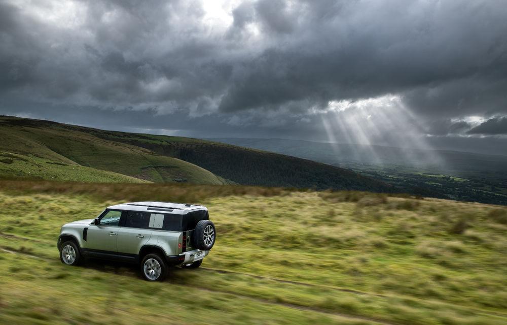 Land Rover Defender primește versiune plug-in hybrid: peste 400 de cai putere și autonomie de 43 de kilometri - Poza 5
