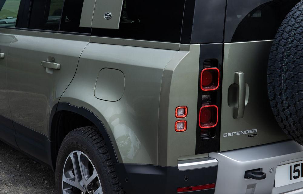 Land Rover Defender primește versiune plug-in hybrid: peste 400 de cai putere și autonomie de 43 de kilometri - Poza 27