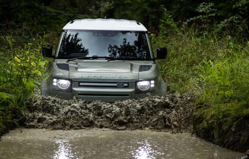 Land Rover Defender primește versiune plug-in hybrid: peste 400 de cai putere și autonomie de 43 de kilometri - Poza 15