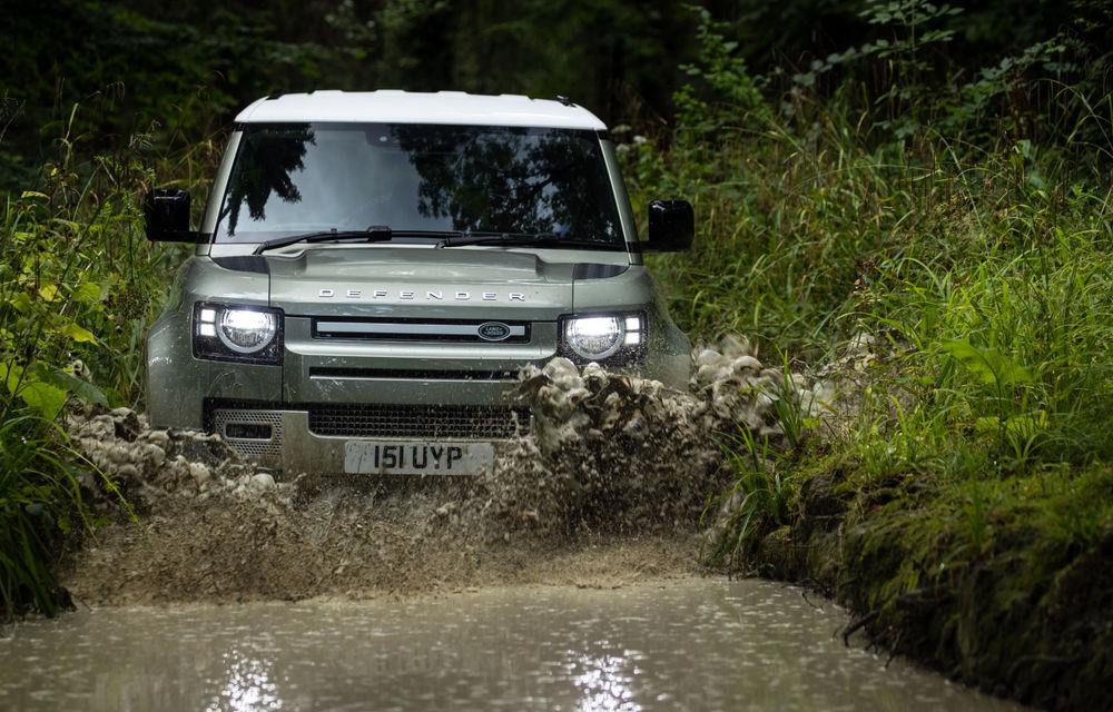Land Rover Defender primește versiune plug-in hybrid: peste 400 de cai putere și autonomie de 43 de kilometri - Poza 14