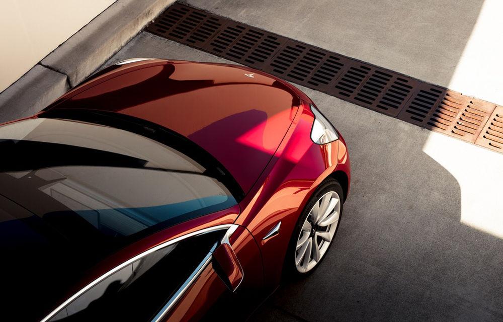 Tesla Model 3 ar putea primi numeroase îmbunătățiri: un nou volan, faruri și stopuri actualizate și izolare fonică mai bună - Poza 1