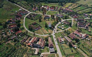 #ElectricRomânia 2020, ziua 6: pe urmele românilor care construiesc mașini electrice, satul circular și inaugurarea unor stații de încărcare