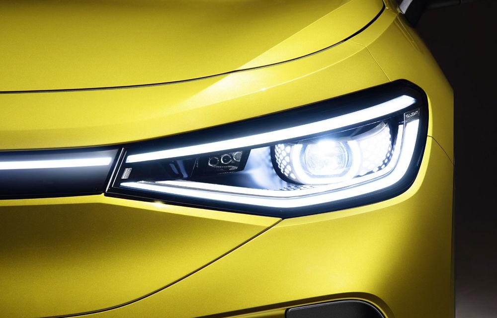 Imagini cu farurile și stopurile lui Volkswagen ID.4: SUV-ul electric va avea o autonomie maximă de 520 de kilometri - Poza 1