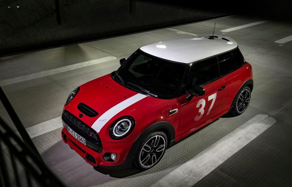 Hatchback-ul Mini este disponibil în versiunea specială Paddy Hopkirk Edition: varianta a fost dezvoltată în onoarea pilotului care a adus prima victorie Mini la Raliul Monte Carlo - Poza 30