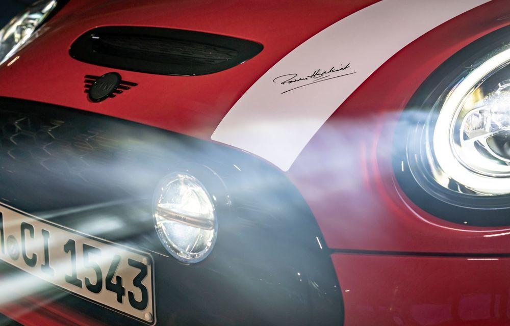 Hatchback-ul Mini este disponibil în versiunea specială Paddy Hopkirk Edition: varianta a fost dezvoltată în onoarea pilotului care a adus prima victorie Mini la Raliul Monte Carlo - Poza 52