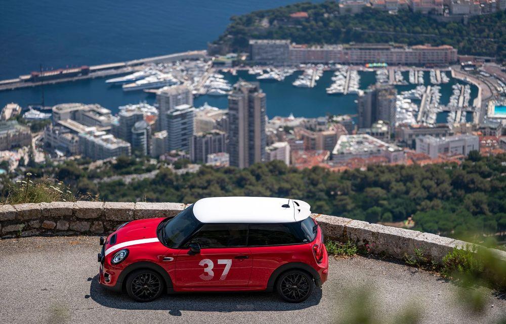 Hatchback-ul Mini este disponibil în versiunea specială Paddy Hopkirk Edition: varianta a fost dezvoltată în onoarea pilotului care a adus prima victorie Mini la Raliul Monte Carlo - Poza 5
