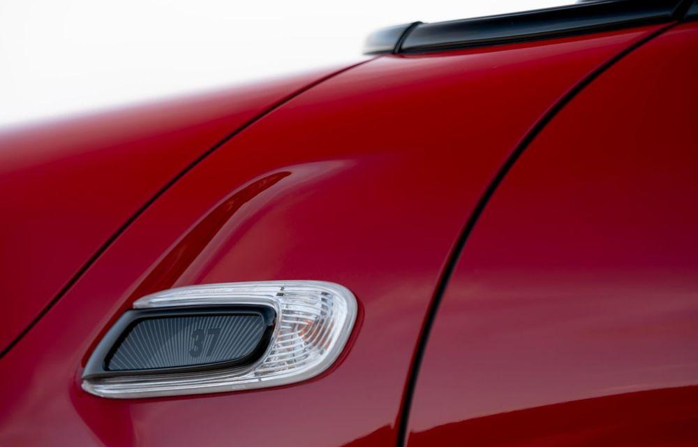 Hatchback-ul Mini este disponibil în versiunea specială Paddy Hopkirk Edition: varianta a fost dezvoltată în onoarea pilotului care a adus prima victorie Mini la Raliul Monte Carlo - Poza 61