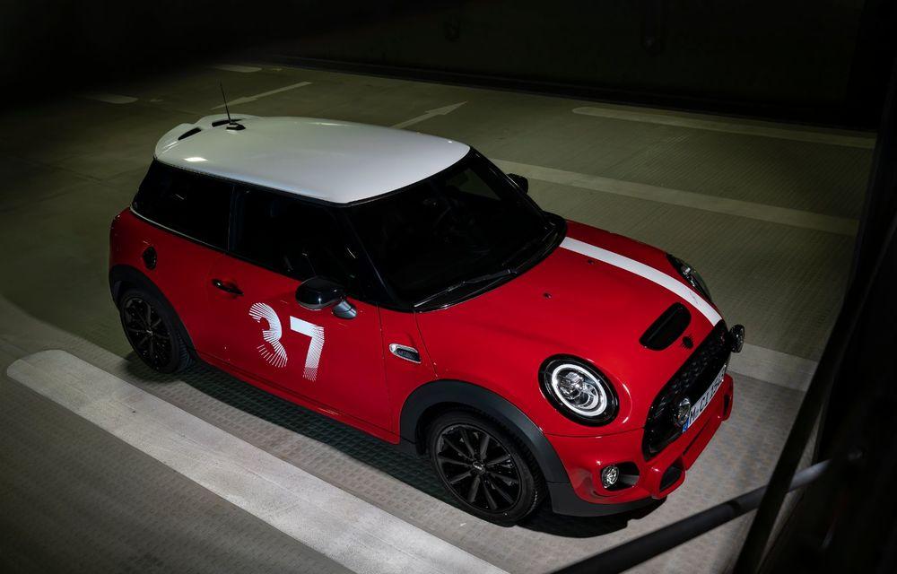 Hatchback-ul Mini este disponibil în versiunea specială Paddy Hopkirk Edition: varianta a fost dezvoltată în onoarea pilotului care a adus prima victorie Mini la Raliul Monte Carlo - Poza 20