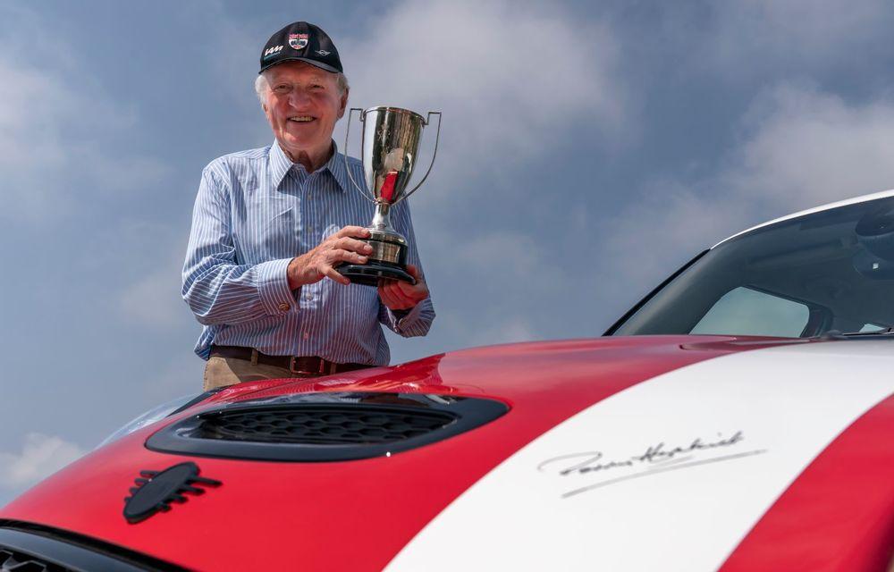 Hatchback-ul Mini este disponibil în versiunea specială Paddy Hopkirk Edition: varianta a fost dezvoltată în onoarea pilotului care a adus prima victorie Mini la Raliul Monte Carlo - Poza 13
