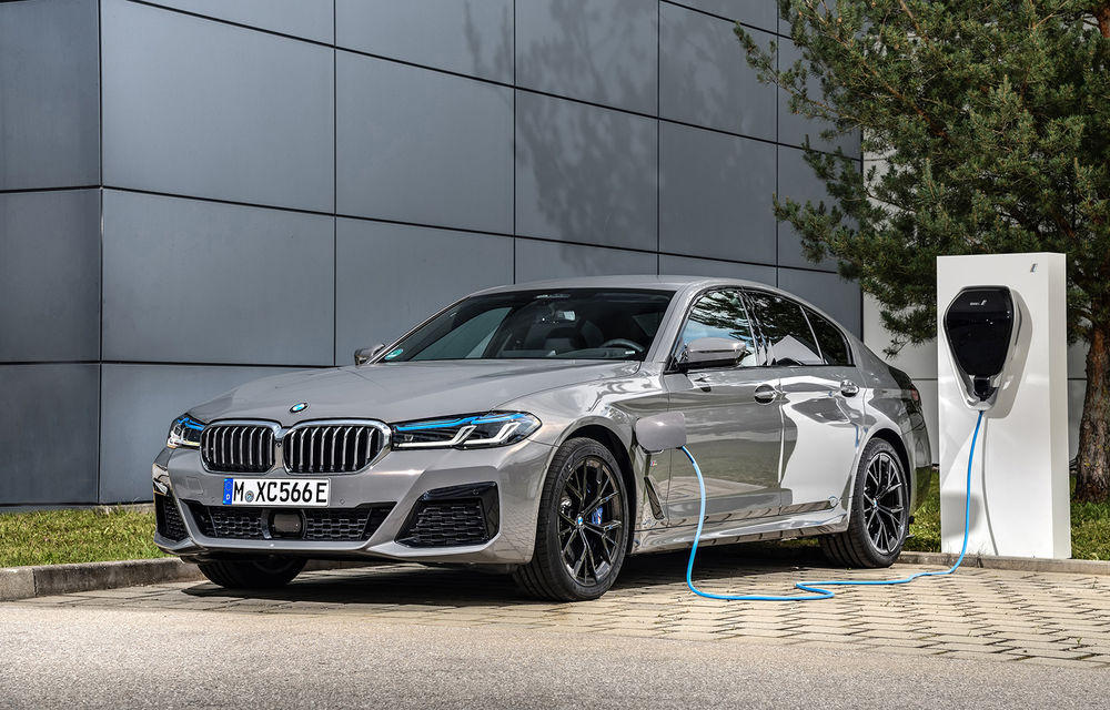 Îmbunătățiri în gama BMW: versiuni plug-in hybrid pentru Seria 5, motoare noi pentru modelele compacte și unități diesel mild-hybrid pentru Seria 3 și Seria 8 - Poza 1