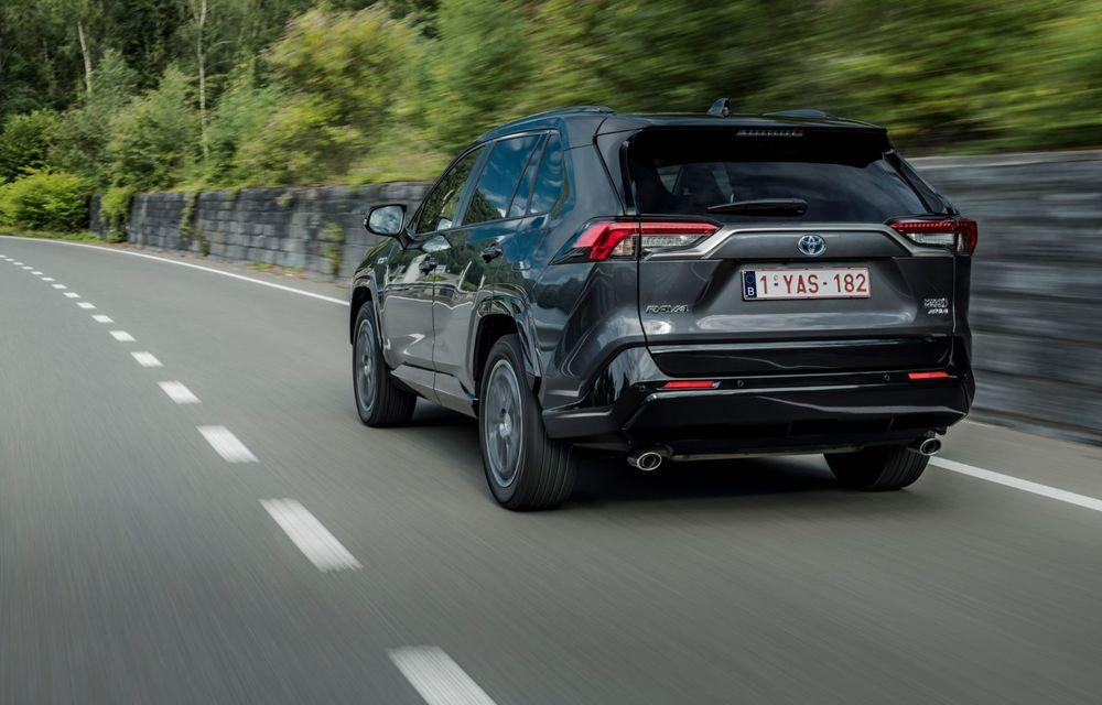 Informații noi despre Toyota RAV4 plug-in hybrid: autonomie electrică de până la 75 de kilometri și 0-100 km/h în doar 6 secunde - Poza 27