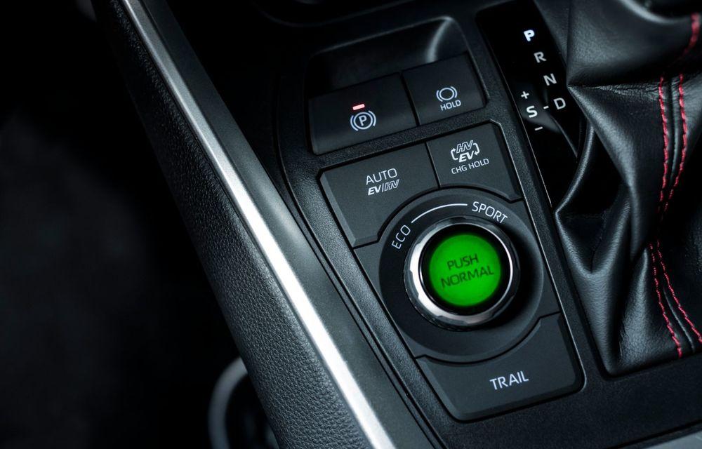 Informații noi despre Toyota RAV4 plug-in hybrid: autonomie electrică de până la 75 de kilometri și 0-100 km/h în doar 6 secunde - Poza 46