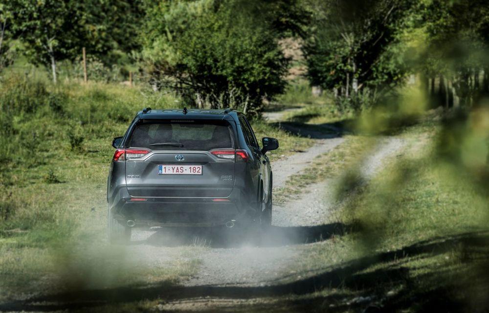 Informații noi despre Toyota RAV4 plug-in hybrid: autonomie electrică de până la 75 de kilometri și 0-100 km/h în doar 6 secunde - Poza 6