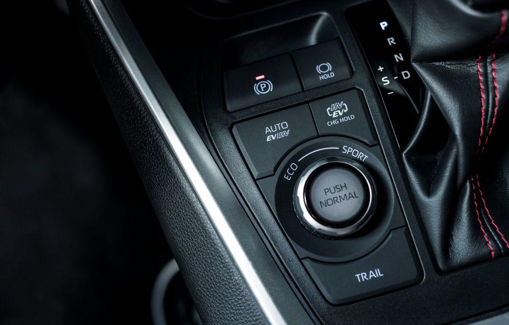 Informații noi despre Toyota RAV4 plug-in hybrid: autonomie electrică de până la 75 de kilometri și 0-100 km/h în doar 6 secunde - Poza 30