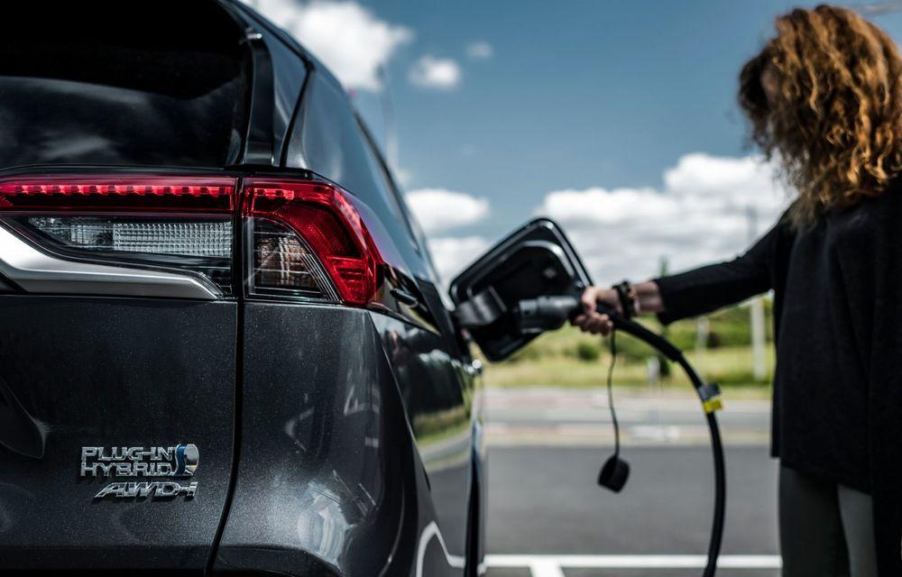 Informații noi despre Toyota RAV4 plug-in hybrid: autonomie electrică de până la 75 de kilometri și 0-100 km/h în doar 6 secunde - Poza 26