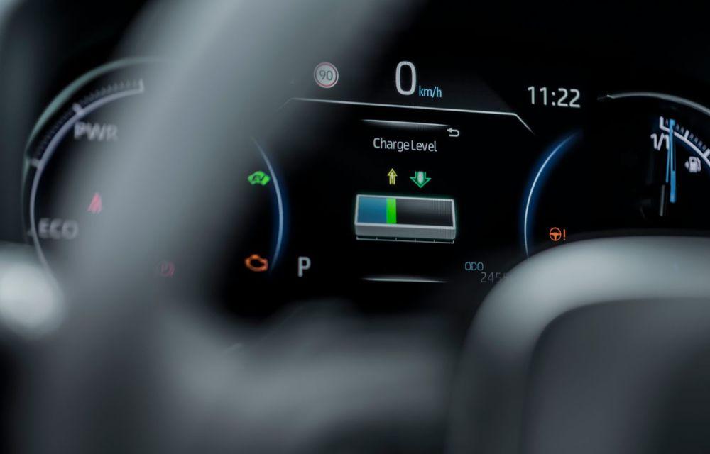 Informații noi despre Toyota RAV4 plug-in hybrid: autonomie electrică de până la 75 de kilometri și 0-100 km/h în doar 6 secunde - Poza 44