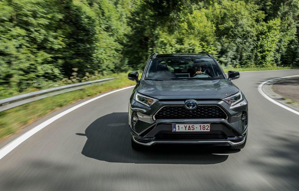 Informații noi despre Toyota RAV4 plug-in hybrid: autonomie electrică de până la 75 de kilometri și 0-100 km/h în doar 6 secunde - Poza 2