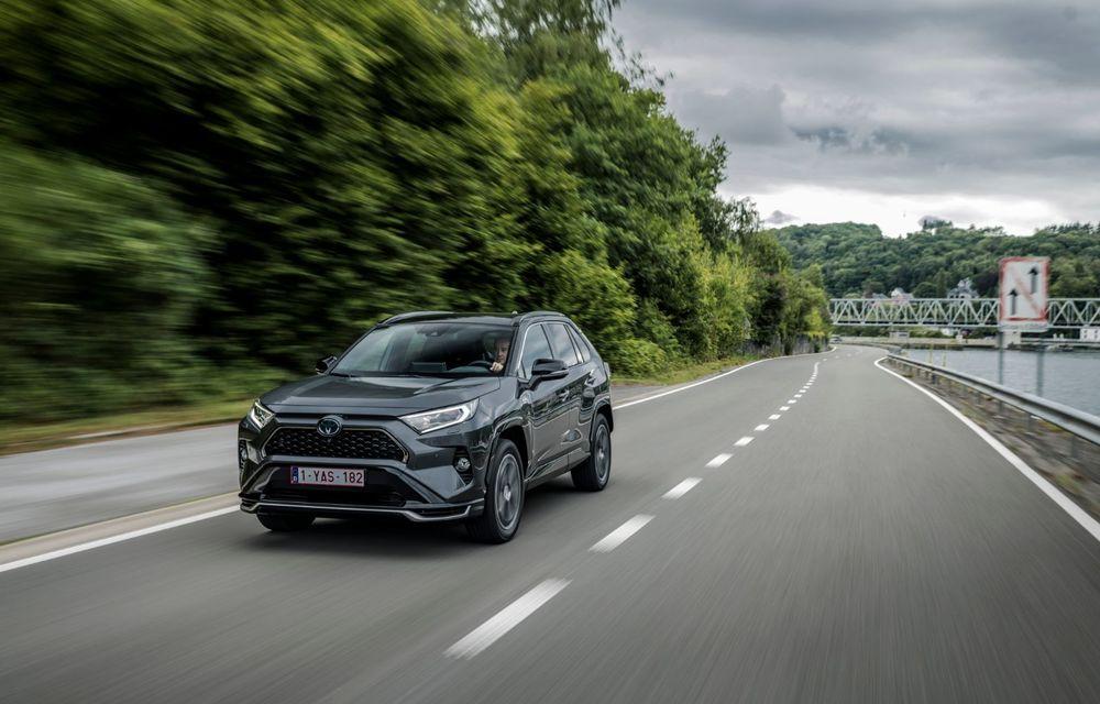 Informații noi despre Toyota RAV4 plug-in hybrid: autonomie electrică de până la 75 de kilometri și 0-100 km/h în doar 6 secunde - Poza 11