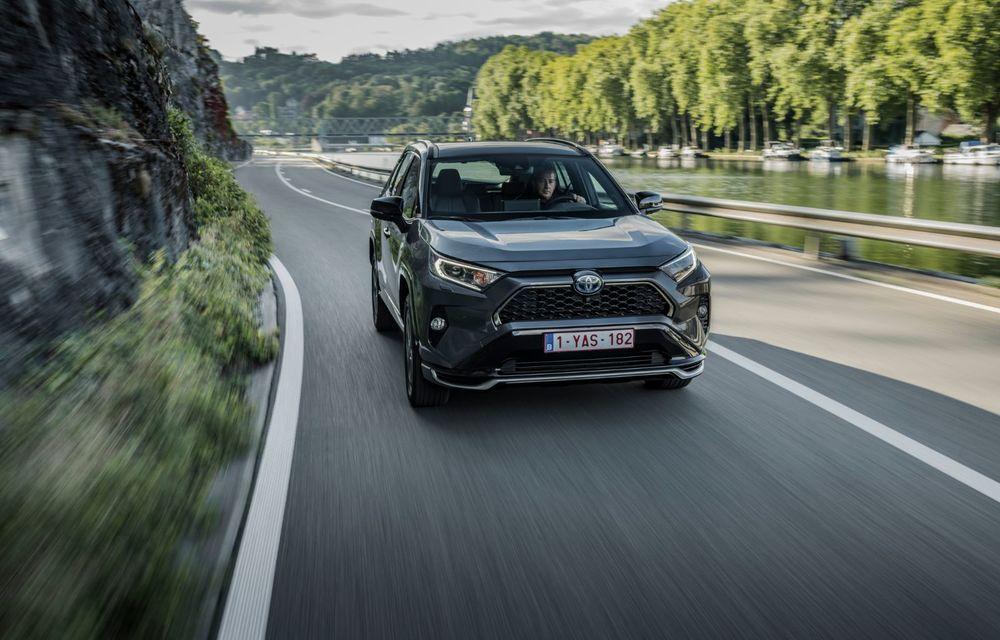 Informații noi despre Toyota RAV4 plug-in hybrid: autonomie electrică de până la 75 de kilometri și 0-100 km/h în doar 6 secunde - Poza 18