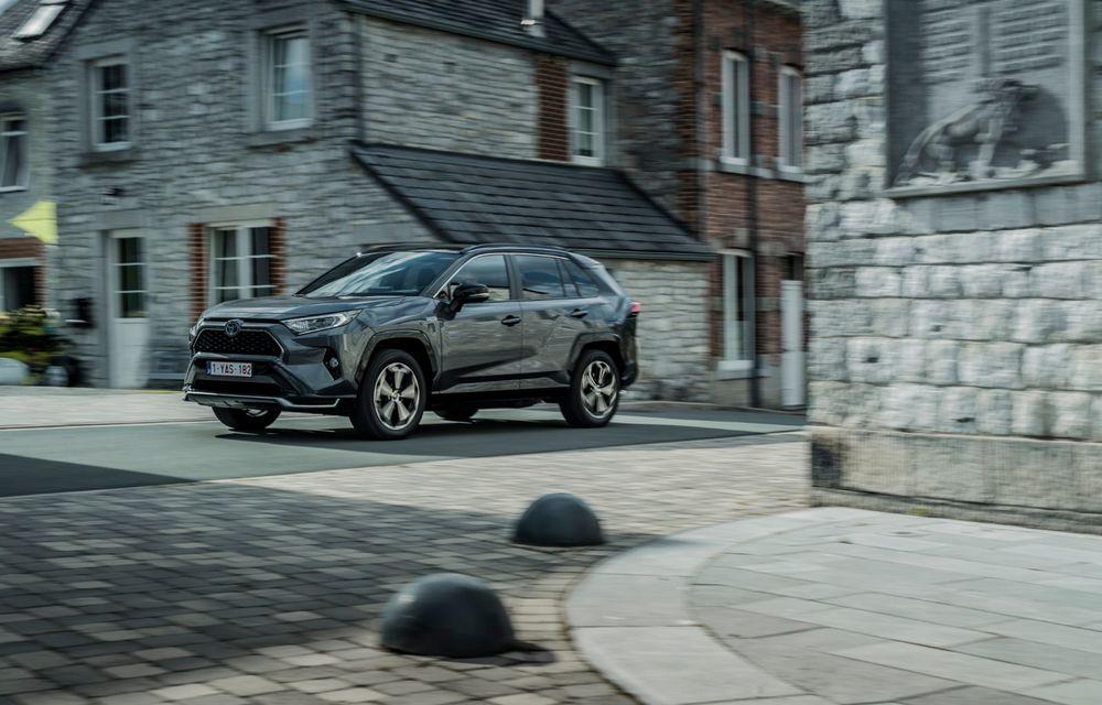 Informații noi despre Toyota RAV4 plug-in hybrid: autonomie electrică de până la 75 de kilometri și 0-100 km/h în doar 6 secunde - Poza 19