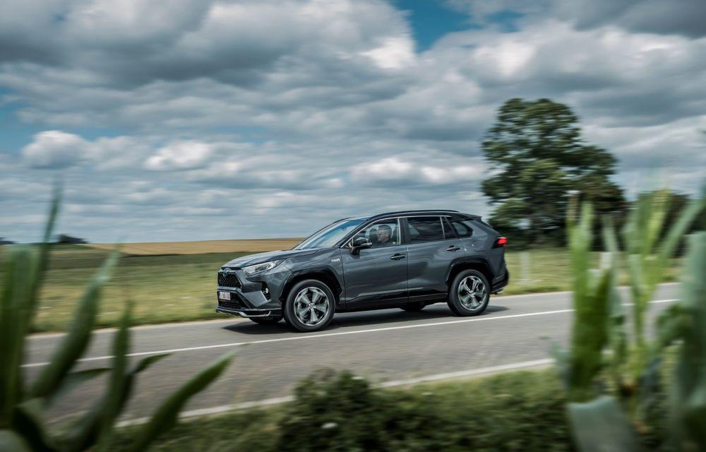 Informații noi despre Toyota RAV4 plug-in hybrid: autonomie electrică de până la 75 de kilometri și 0-100 km/h în doar 6 secunde - Poza 16
