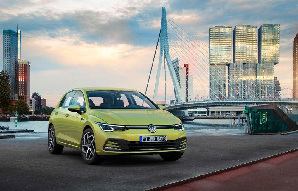 Volkswagen Golf rămâne cea mai vândută mașină în Europa: peste 22.000 de unități în luna august. Dacia Sandero este pe locul 6 - Poza 1