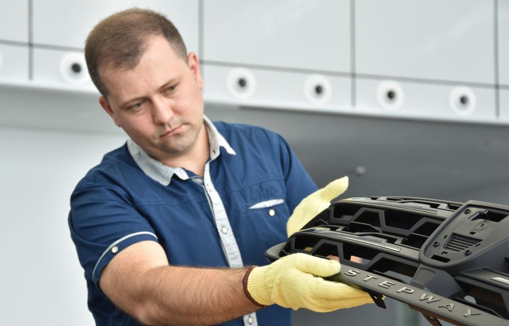 Noile Dacia Logan, Sandero și Sandero Stepway: design modern, interior îmbunătățit, cutie automată CVT și fără motorizări diesel - Poza 119