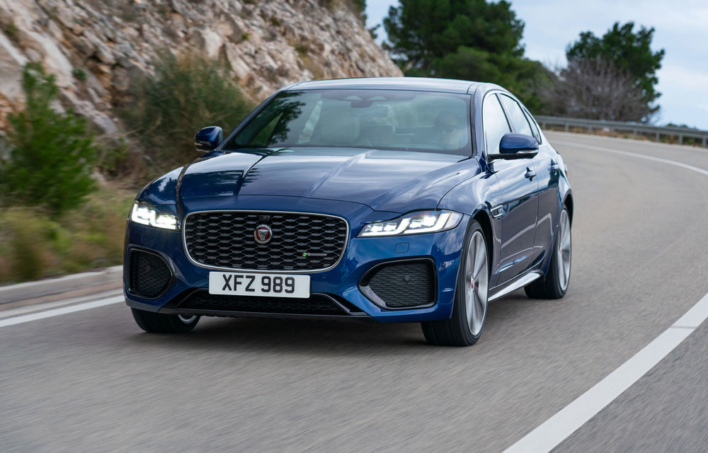 Jaguar XF primește un facelift: sistem de infotainment de 11.4 inch, motor pe benzină de până la 300 CP și diesel mild-hybrid de 204 CP - Poza 1