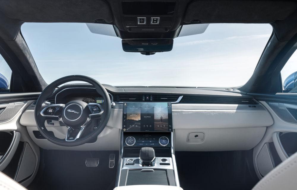 Jaguar XF primește un facelift: sistem de infotainment de 11.4 inch, motor pe benzină de până la 300 CP și diesel mild-hybrid de 204 CP - Poza 4