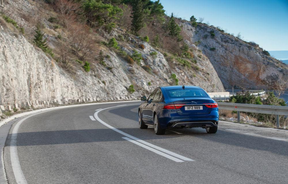 Jaguar XF primește un facelift: sistem de infotainment de 11.4 inch, motor pe benzină de până la 300 CP și diesel mild-hybrid de 204 CP - Poza 2