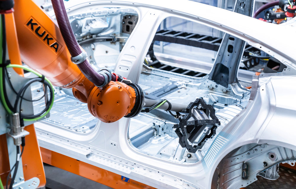 Audi publică teasere cu versiunea de serie a lui e-tron GT: sportiva electrică va avea autonomie de 400 de kilometri - Poza 87