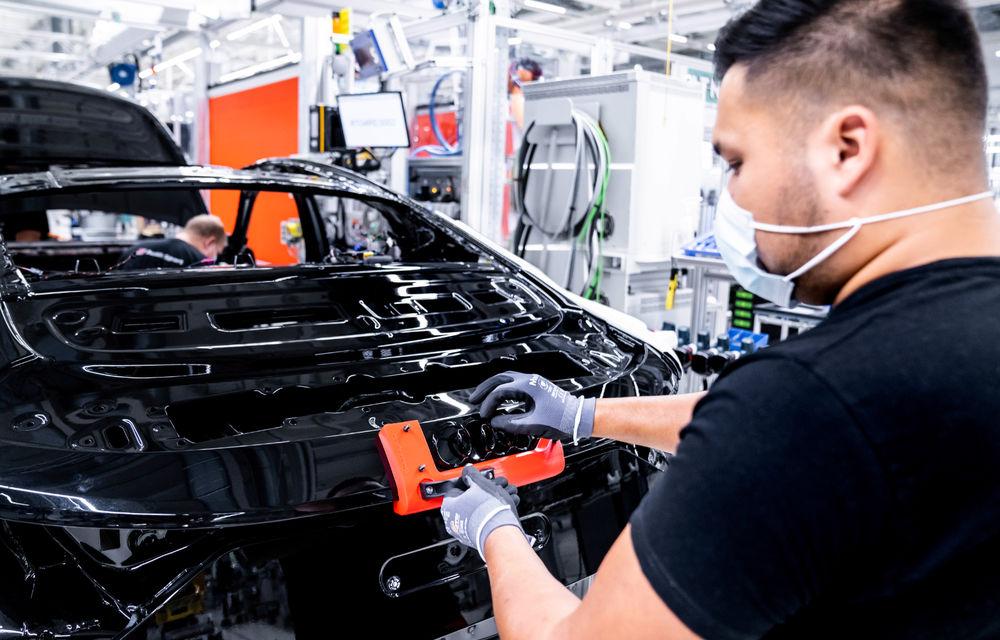 Audi publică teasere cu versiunea de serie a lui e-tron GT: sportiva electrică va avea autonomie de 400 de kilometri - Poza 92