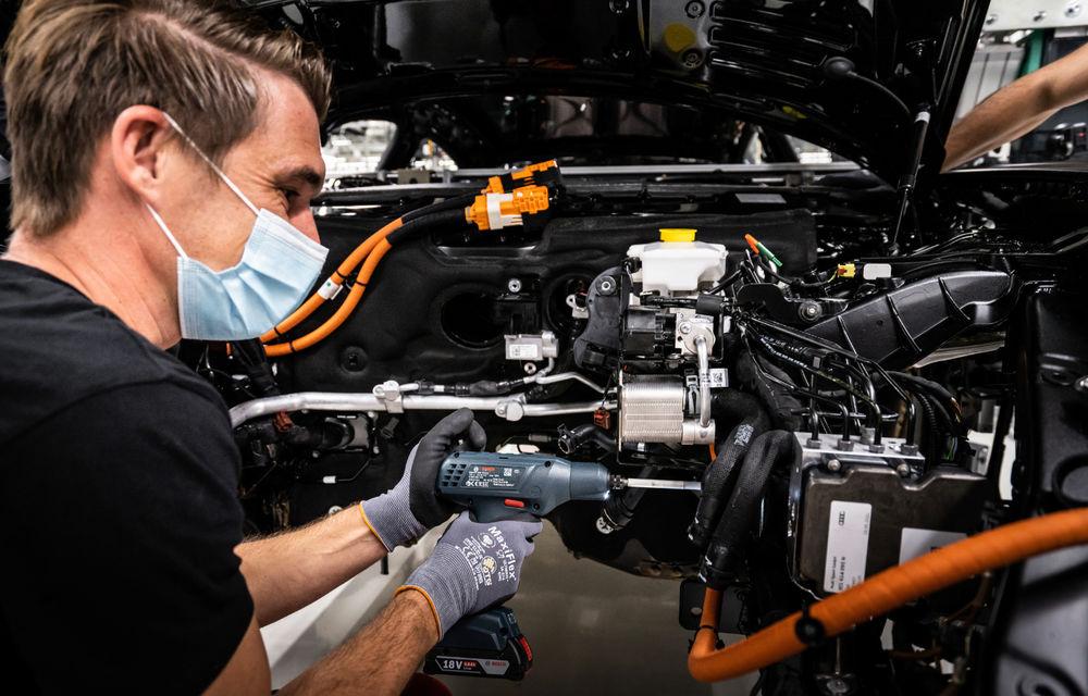 Audi publică teasere cu versiunea de serie a lui e-tron GT: sportiva electrică va avea autonomie de 400 de kilometri - Poza 98