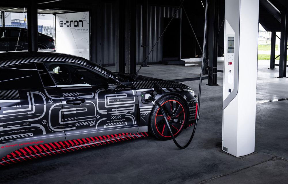 Audi publică teasere cu versiunea de serie a lui e-tron GT: sportiva electrică va avea autonomie de 400 de kilometri - Poza 1