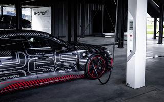 Audi publică teasere cu versiunea de serie a lui e-tron GT: sportiva electrică va avea autonomie de 400 de kilometri