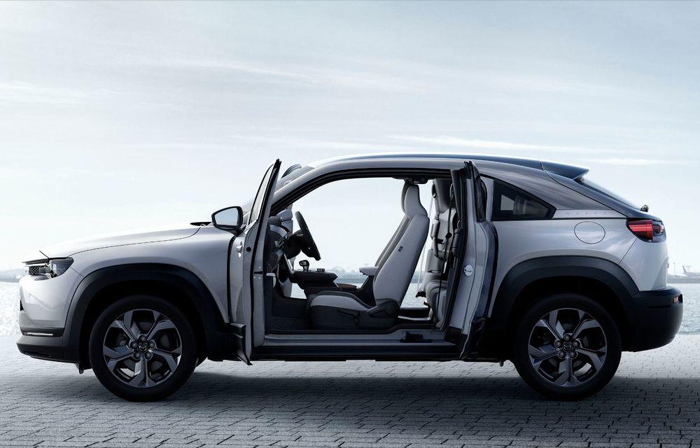 Noutăți pentru Mazda MX-30: versiune cu motor pe benzină pentru piața din Japonia și, din 2022, variantă electrică cu range extender - Poza 2