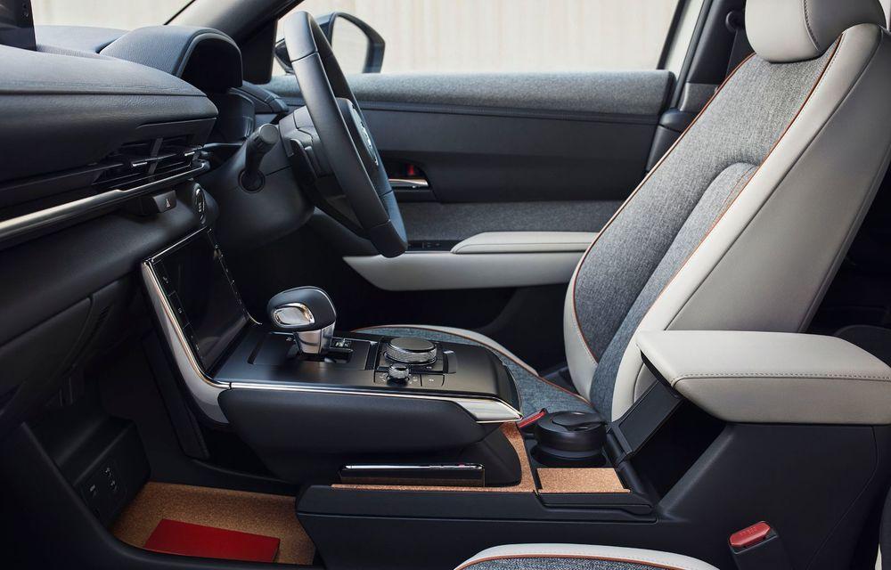 Noutăți pentru Mazda MX-30: versiune cu motor pe benzină pentru piața din Japonia și, din 2022, variantă electrică cu range extender - Poza 13