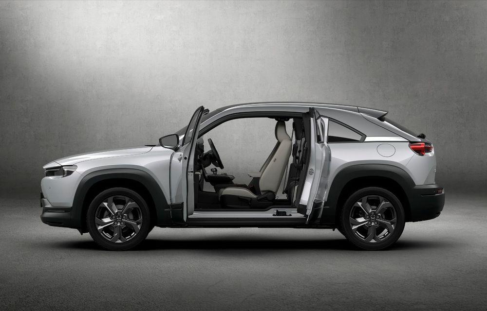 Noutăți pentru Mazda MX-30: versiune cu motor pe benzină pentru piața din Japonia și, din 2022, variantă electrică cu range extender - Poza 3