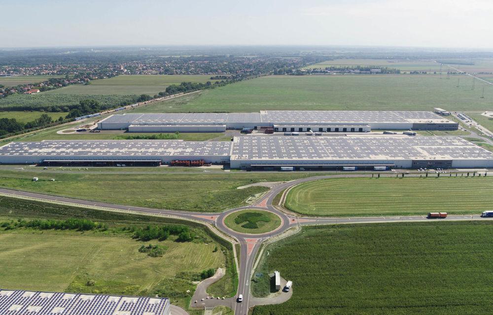 Audi a montat un parc solar pe acoperișurile uzinei din Ungaria: energia generată este suficientă pentru consumul a 5.000 de locuințe - Poza 1