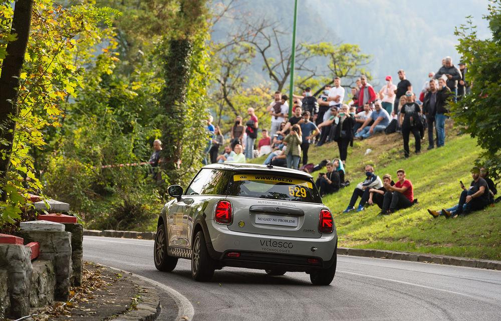 Premieră pentru modelul electric Mini Cooper SE: un exemplar de competiții dezvoltat în România a luat startul în etapa de Viteză în Coastă de la Brașov - Poza 4