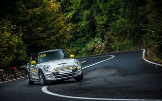 Premieră pentru modelul electric Mini Cooper SE: un exemplar de competiții dezvoltat în România a luat startul în etapa de Viteză în Coastă de la Brașov