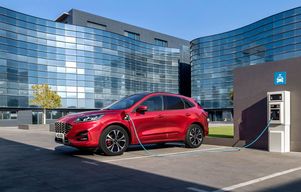 """Ford anunță că nu poate respecta normele de emisii pentru 2021 după oprirea vânzărilor pentru Kuga PHEV: americanii vor cumpăra """"credite de emisii"""" - Poza 1"""